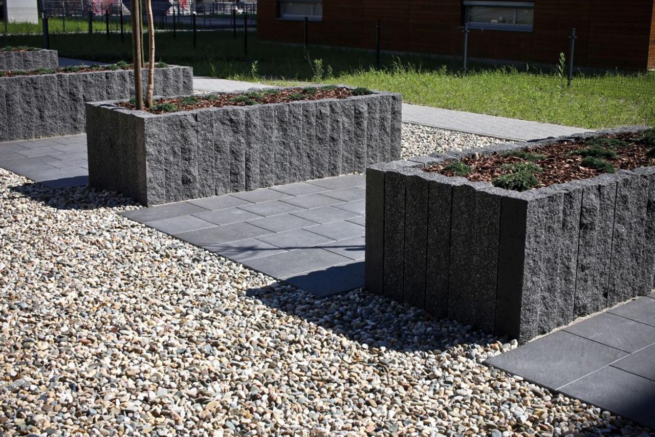 Betonowe nawierzchnie w przestrzeniach publicznych - jakie materiały sprawdzą się w poszczególnych strefach